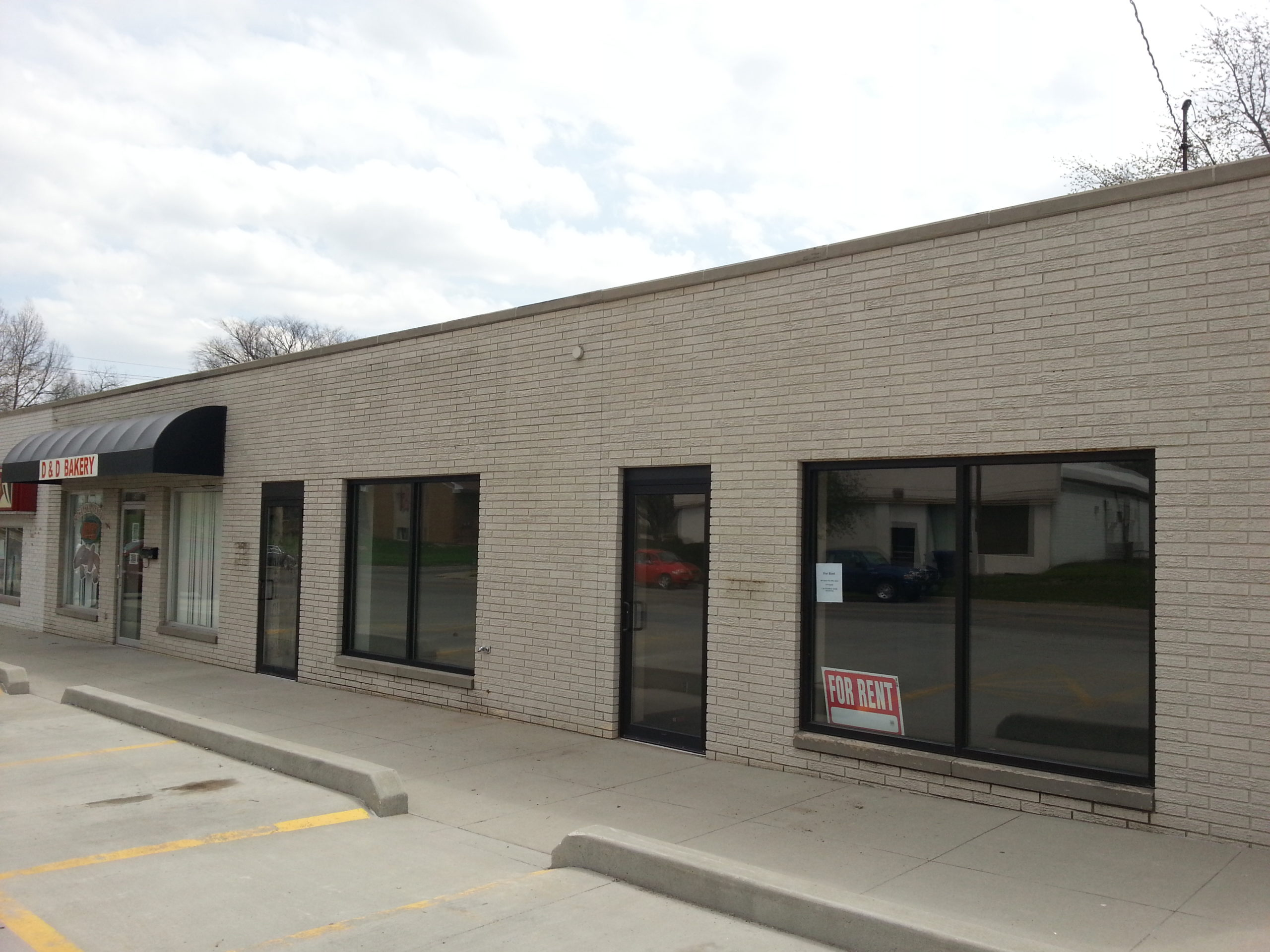 dark bronze store front des moines, commercial storefront iowa strip mall panic hardware