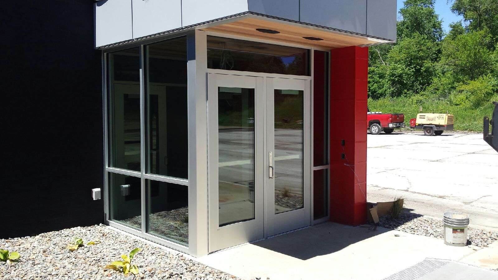 new construction glass, commercial doors des moines, new construction glazing iowa